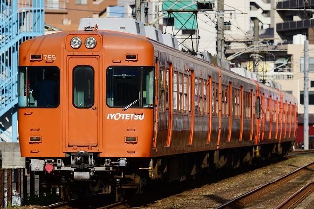 20190318_DSC_2890_iyotetsu718F-715F_大手町松山市.JPG